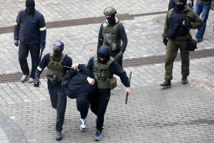 NAPETA SITUACIJA SE NE SMIRUJE MJESECIMA Više od 300 osoba privedeno tokom protesta u nedjelju