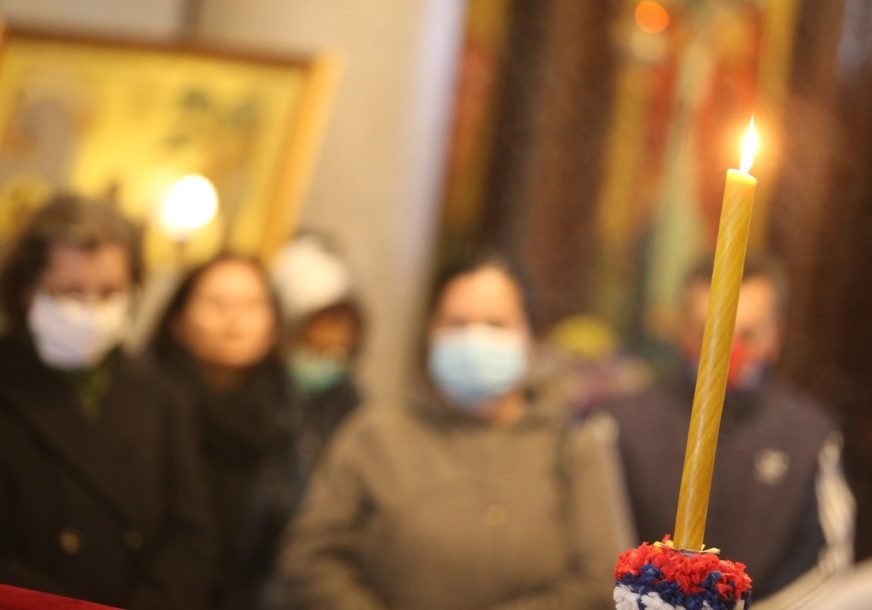 MOLEBAN U BANJALUCI Vjernici odaju počast preminulom patrijarhu Irineju