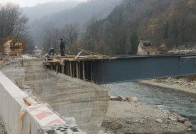 NOVI MOST U TOPLICAMA Završni radovi na spajanju dvije obale Vrbasa