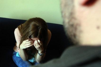 UŽAS U VISOKOM Otac monstrum silovao kćerku dok mu je supruga spavala u drugoj sobi