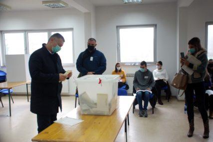 """""""DAN DEMOKRATIJE"""" Nešić poručio da danas građani donose odluku o svojoj sudbini"""