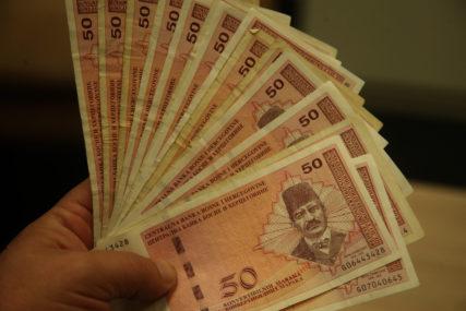 "KREDITNI SLUŽBENIK PREVARIO GRAĐANE Osumnjičen za zloupotrebu ""tešku"" 22.900 maraka"