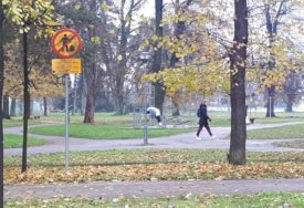 ZIMA IM NE MOŽE NIŠTA Hladnoća nije spriječila  Banjalučane da odmaraju u parku Mladen Stojanović (FOTO)