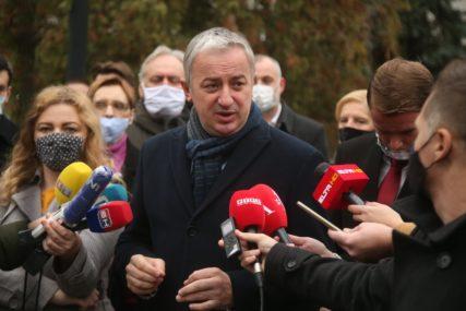 """""""Kritikujete nas iz politike za svaku grešku i glasno tražite svoja prava"""" Borenović kaže da je SLOBODA MEDIJA jedan od pokazatelja snage demokratske države"""