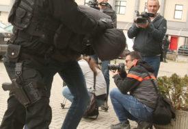 """""""KOJI STE K…. DOŠLI"""" Policija u Derventi uhapsila nasilnika"""