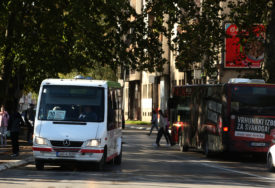 PROCVJETAO NELEGALNI PREVOZ PUTNIKA Posao registrovanih prevoznika smanjen za 70 odsto