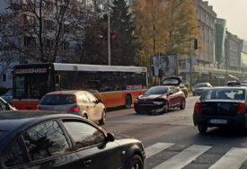 """NESREĆA U CENTRU BANJALUKE Sudarili se """"smart"""" i """"reno"""" (FOTO)"""