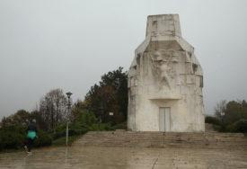 Tek mu je 60 godina, a propada: Pri gradnji spomenika palim partizanima u Banjaluci jedan faktor je zanemaren (FOTO)