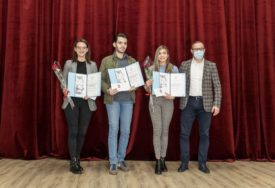 TROJE NAJBOLJIH S PROSJEKOM OCJENA IZNAD 9,5 Dejani, Milici i Milanu studentska nagrada od po 5.000 KM