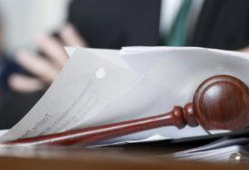 NOŽEM JOJ PREREZALA VRAT PRED RODITELJIMA Obustavljeno suđenje Albanki koja je ubila djevojčicu (7)