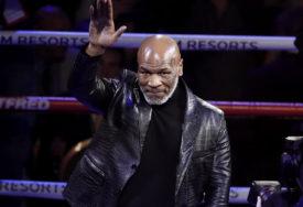 TAJSON OPET U RINGU Slavni bokser imo poruku za rivala i Maradonu