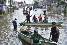 OŠTEĆEN JEDAN OD NAJVEĆIH CENTARA ZA TESTIRANJE NA KORONU Oluja Eta potopila čitave četvrti, evakuisano oko 25.000 LJUDI
