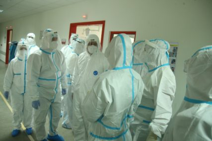 Raste broj zaraženih medicinskih radnika: Bosansko-podrinjskom kantonu hitno potrebni pulmolog i anesteziolog