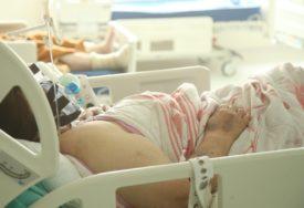 PREMINUO NEVAKCINISANI MLADIĆ (26) U novosadskoj kovid bolnici na liječenju 450 pacijenata