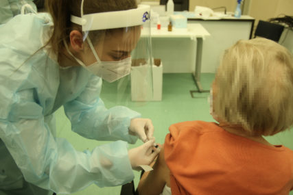 Da se uvrste u prioritetne kategorije: U Brčkom i novinari u prvoj fazi vakcinacije
