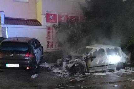 UVIĐAJ U TOKU Izgorio automobil, vatrogasci spriječili da se plamen proširi