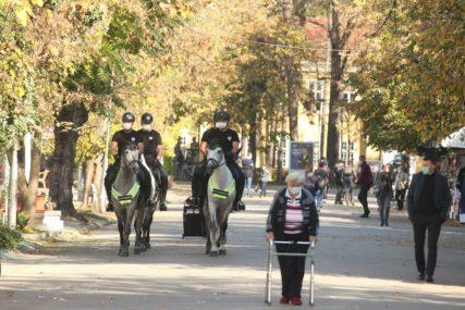 """""""FINO IH JE VIDJETI"""" Konjica patrolirala banjalučkim ulicama (FOTO)"""