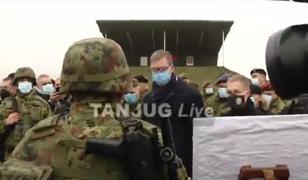 JAKO NAORUŽANJE Vojska Srbije predstavlja savremene tenkove, u kasarnu stigao Vučić