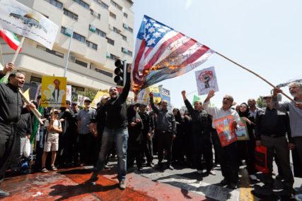 PROTESTI U TEHERANU Demonstranti palili zastave i slike američkih predsjednika