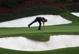 """""""PAS I PITON"""" Bivši golfer objavio sliku sa psom, ali su svi gledali u NEŠTO DRUGO (FOTO)"""