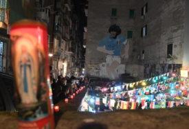 """""""NIŠTA GA NE OPISUJE BOLJE OD ULICA NAPULJA"""" Italijani se na emitovan način oprostili od Maradone (FOTO)"""