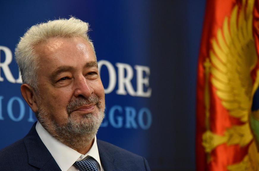 """""""MNOGI BI MOGLI ODUSTATI OD INVESTICIJA"""" Crnogorski pasoš samo za visokoškolovani kadar"""