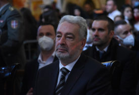 KRIVOKAPIĆ NOVI PREMIJER Parlamentarna većina izabrala Vladu Crne Gore