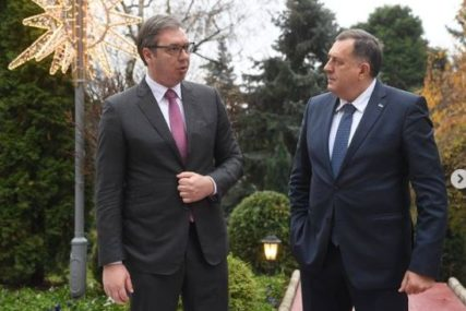 """""""Ne znam šta tu piše i da li postoji"""" Vučić uzdržano o slovenačkom """"non-pejperu"""", a Dodik ima sasvim drugačiji stav"""