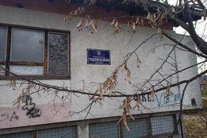 NIKO NIJE POVRIJEĐEN Migranti izazvali požar u objektu bivše Građevinske škole