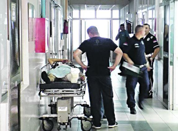 HOROR U BOLNICI Pacijent (49) zaražen koronom SKOČIO KROZ PROZOR, pa pokušao sebi da PREREŽE VRAT