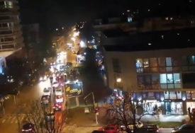 SLAVLJE JOŠ NE PRESTAJE Zbog formiranja vlade u Crnoj Gori, drugi dan zaredom kolone vozila sa trobojkama (VIDEO)