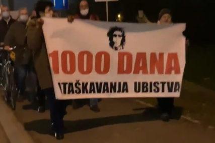 """SVIJEĆE I SRCE PORED VRBASA Protest grupe """"Pravda za Davida"""" na ulicama Banjaluke, pridružio im se i Stanivuković (VIDEO)"""