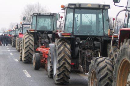 """""""Koristite žuto rotaciono svjetlo"""" Od sutra POJAČANA KONTROLA učešća traktora u saobraćaju u Prijedoru"""