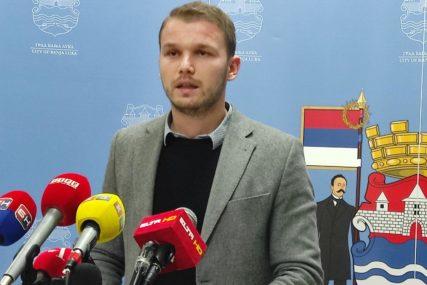 """Stanivuković uručio rješenja o stipendiranju """"Nastavak dobre prakse"""""""