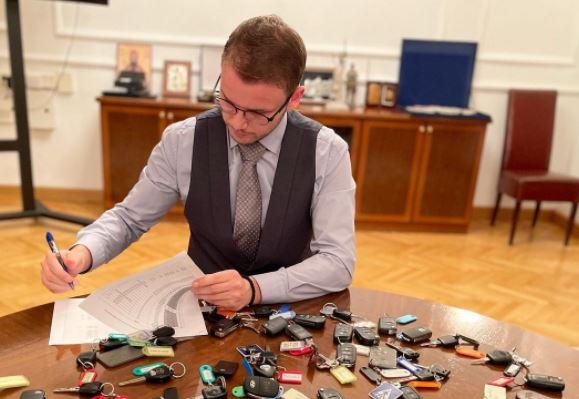 """STANIVUKOVIĆ ISPUNJAVA PRVA OBEĆANJA """"Ključevi od službenih vozila vraćeni poslije radnog vremena"""""""