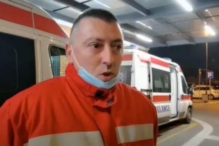 """""""BILA JE U CRNOJ KRVAVOJ VREĆI, POTRESEN SAM"""" Ispovijest vozača saniteta koji je našao tek rođenu bebu u kontejneru (VIDEO)"""