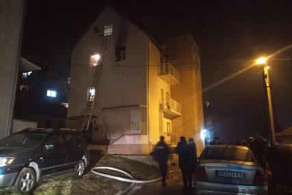 STRAVIČNA EKSPLOZIJA UNIŠTILA DVA STANA Ljudi panično bježali iz zgrade, IMA POVRIJEĐENIH