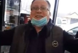 """ROMANIJA"" ODJEKIVALA PEKAROM Halid Bešlić došao po hljeb, pa zapjevao (VIDEO)"