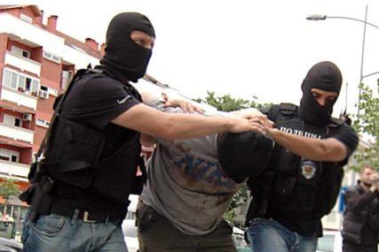 IZBO GA NOŽEM U GRUDI Policija uhapsila muškarca (35) zbog POKUŠAJA UBISTVA