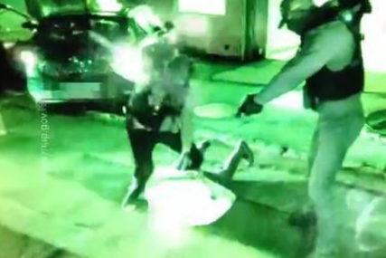 DRAMATIČNO HAPŠENJE LAŽNIH POLICAJACA Policija upala u garažu bande koja je opljačkala biznismena