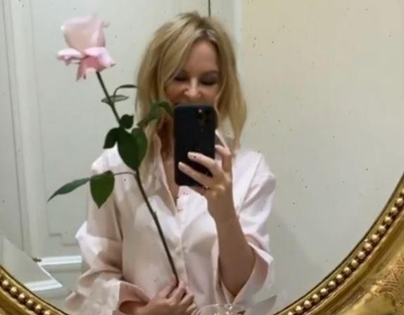 Staje li pjevačica na LUDI KAMEN: Kajli Minog navodno priprema vjenčanje u strogoj tajnosti