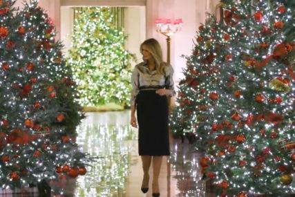 RASKOŠNA PRAZNIČNA ATMOSFERA Melanija pred selidbu okitila Bijelu kuću (VIDEO)