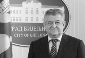 """PRIZNANJE URUČENO SINU """"Povelja grada"""" posthumno dodijeljena dugogodišnjem gradonačelniku Bijeljine Mići Mićiću"""