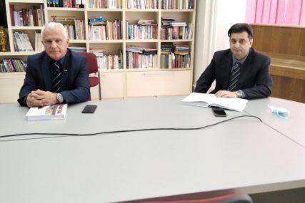 """""""KNJIGA KOJOM SE POMAŽE DJECI NA KOSOVU"""" Slavko Basara o """"Humanom srcu Srpske"""""""