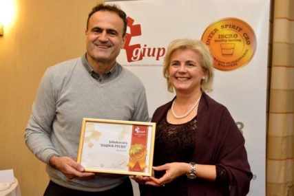 IZRENDAO HILJADE KILOGRAMA JABUKA Nižu se priznanja za ŠAMPIONSKU RAKIJU iz Kozarske Dubice