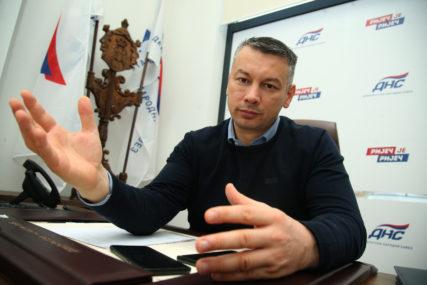 """POMOĆ IZ SRBIJE DOBRODOŠLA Nešić pozvao političare da se ne """"prepucavaju"""" oko vakcina"""