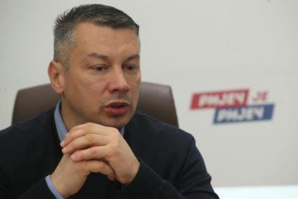 """""""NEĆU DA BUDEM KRPA"""" Nešić vladajuću koaliciju uporedio sa pihtijama"""