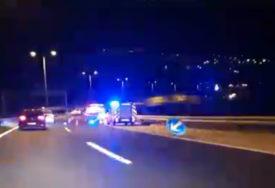 U UDESU KOD TUNELA BEZ POVRIJEĐENIH Vozač imao dosta sreće, velika materijalna šteta na automobilu (VIDEO)