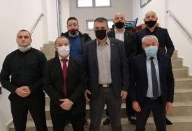 OPOZICIJA BOJKOTUJE RAD SKUPŠTINE U NOVOM GRADU Traže mišljenje Ministarstva o LEGALNOSTI lokalne vlasti