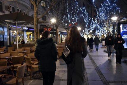 U 18 SATI SVI SU IZAŠLI NAPOLJE Druženje se iz kafića preselilo na ulice, neki su zaigrali uz TRUBAČE (FOTO)